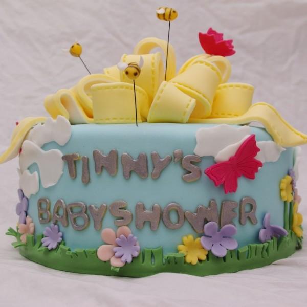 tinny's babyshower taart met grote strik