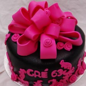 zwart met roze taart met grote strik