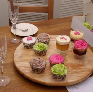 bruidsproeverij met cupcakes en spoonycakes