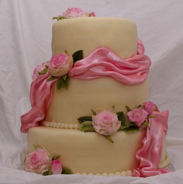 """bruidstaart met """"echte"""" rozen"""