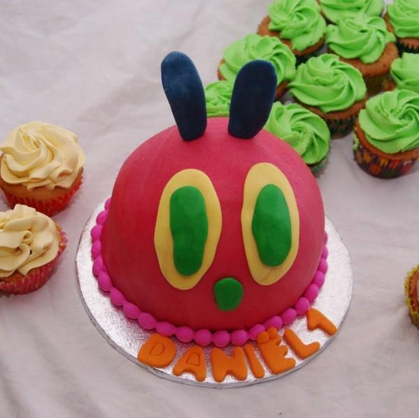 rupsje nooitgenoeg mep taartje met bijpassende cupcakes