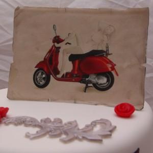 rode vespa scooter taart