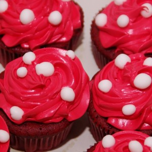 red velvet cupcakes met rode swiss meringue cremetoef