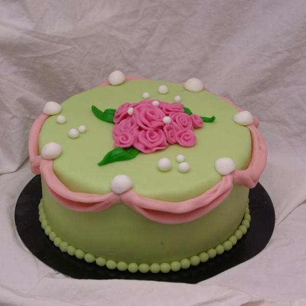 groen met roze rozen taart
