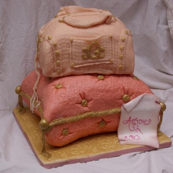 guess tas taart op kussen
