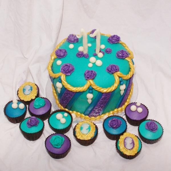 gekleurde cupcakes met gouden accenten