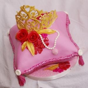 kussen taartje met tiara van royal icing