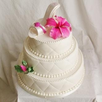 verjaardagstaart met fondant schoentje en gumpaste hibiscus