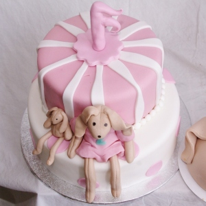 taart met favoriete knuffel