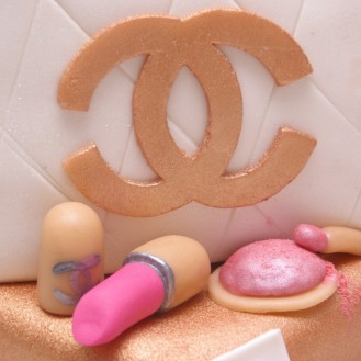 chanel make up en logo van marsepein