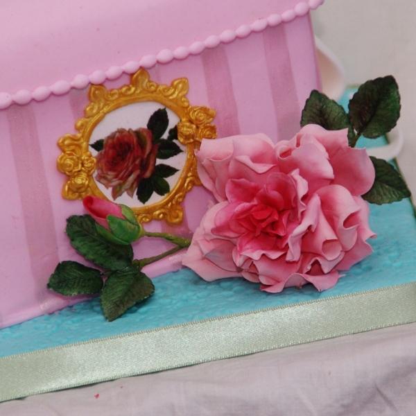 kadodoos taart met suikerbloemwerk