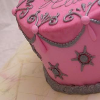 roze taart margaret braun inspired cake zilverkleurig spuitwerk