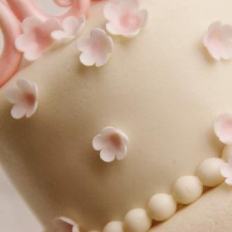 bruidstaart met fantasiebloesempjes
