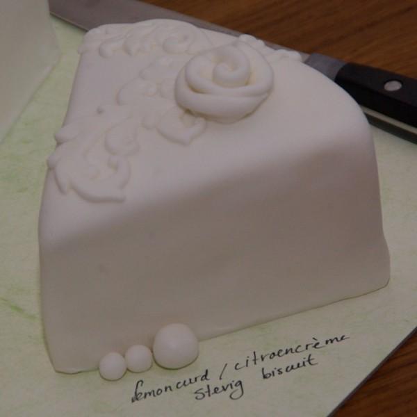voorproefje op de bruidstaart, bruidsproeverij bij TAART&kUNST in Rotterdam Nesselande
