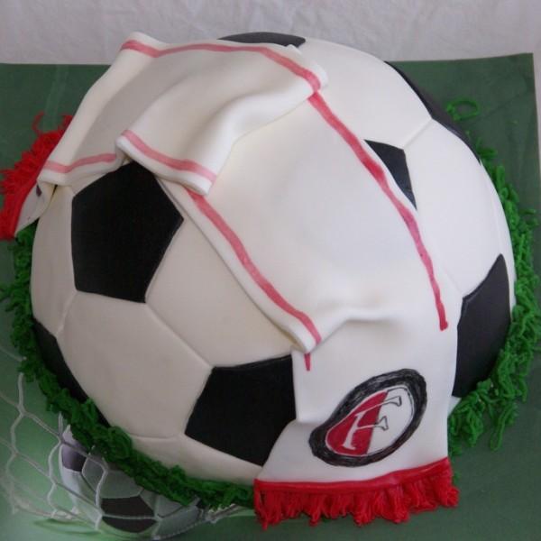 Feyenoord sjaaltje op voetbal taart taart bestellen rotterdam nesselande