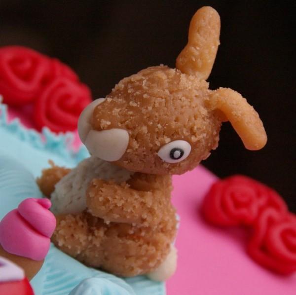 roze meisjestaart met knuffel bestellen rotterdam nesselande