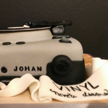 record player cake