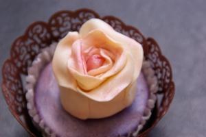 cupcakes met roos en wrapper