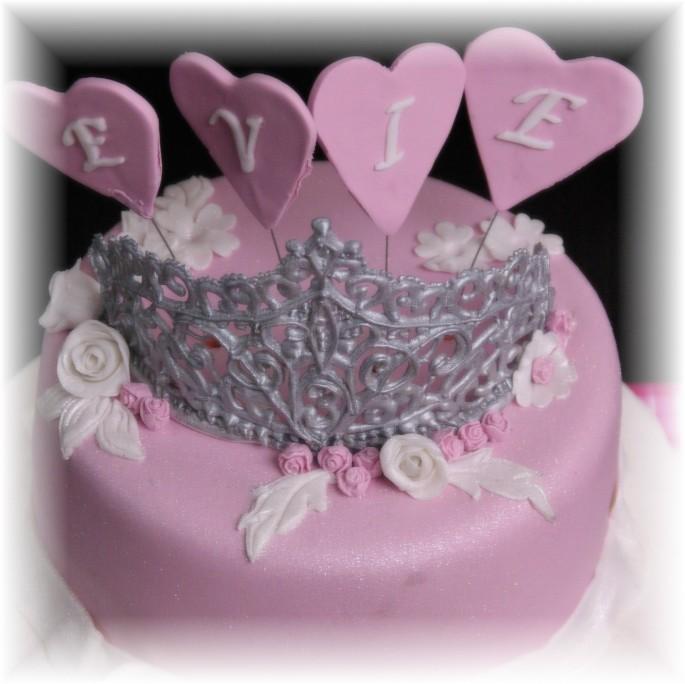 roze prinsessentaart met tiara