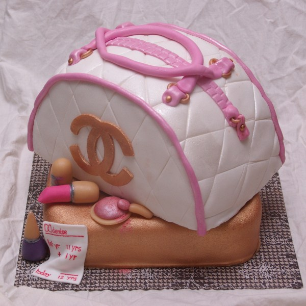 chanelbag cake