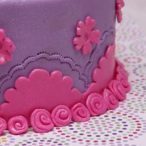 meidentaart met glitter in roze en paars
