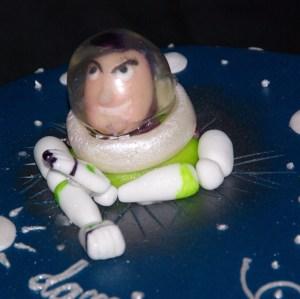 buzz lightyear van fondant en helm van gelatine