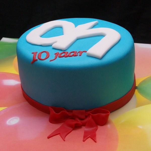 taartje tien jaar in dienst bij albert heijn met ah logo