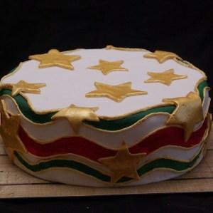 taart met kleuren van de surinaamse vlag
