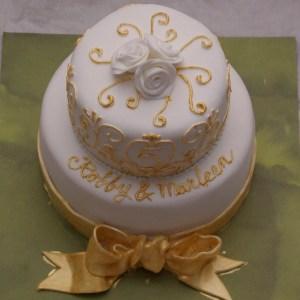 klein bruids taartje twee lagen wit goud