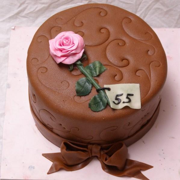 chocolate mudcake met fondant roos