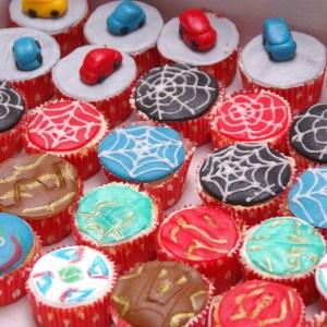 cupcakes beyblade bakugan spiderman auto's