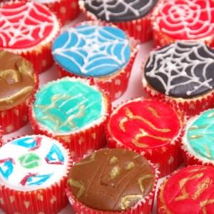 cupcakes beyblade bakugan auto's spiderman