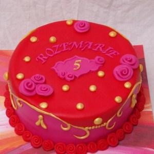 oilily stijl taart met roze rood en goud inclusief bijpassende kaarsjes