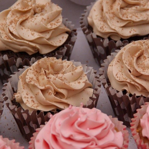 cupcakes chocolate mudcake en mokka en vanille marshmellow creme