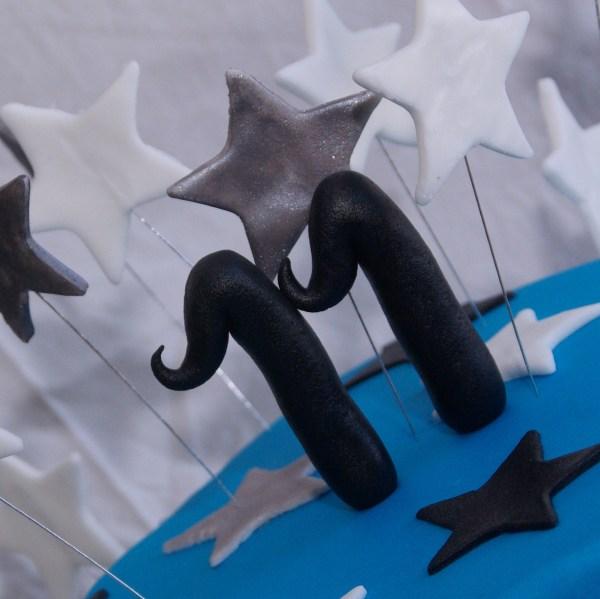 stapeltaart blauw wit zwart zilver met sterren