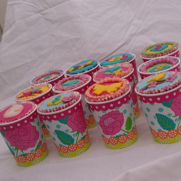 oilily PIP style cupcakes met vogeltje, roosjes en camee
