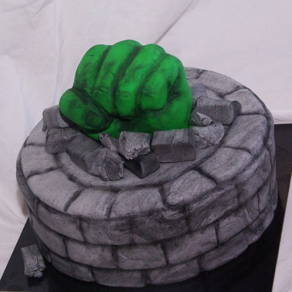the incredible hulk cake taart