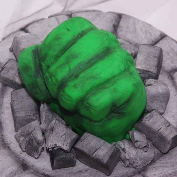 the incredible hulk fist cake taart