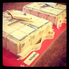 Schiphol feliciteert Fly Emirates